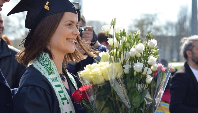 Types of Flowers to Celebrate Graduation